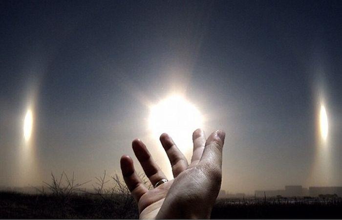 Красивое атмосферное явление над небом Челябинска