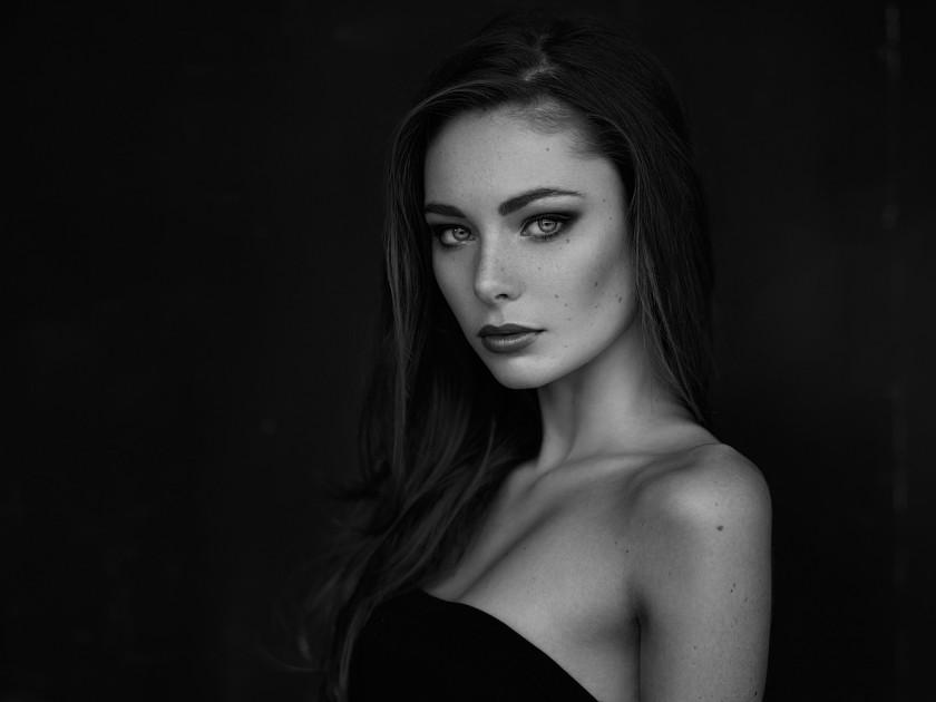 черно-белая фотография девушка