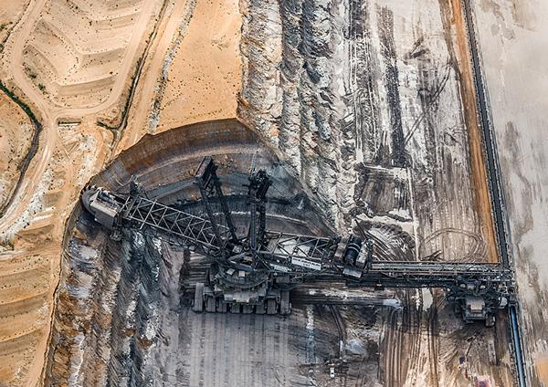 Огромная угольная шахта в Германии