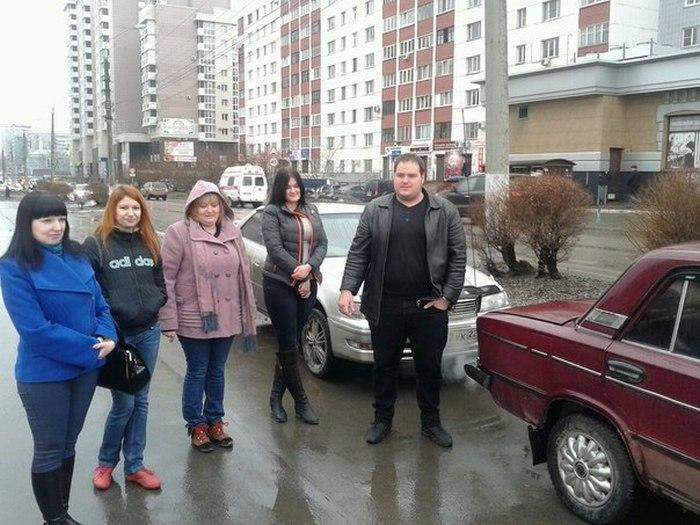 Жители Барнаула купили пенсионерам машину взамен сгоревшей