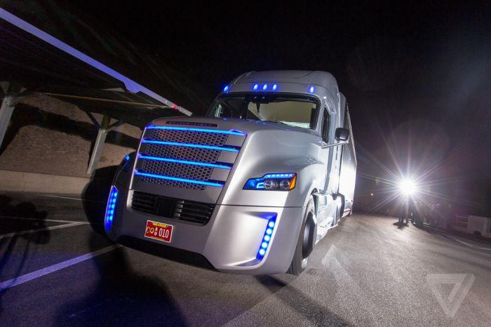 Freightliner - грузовик с автопилотом