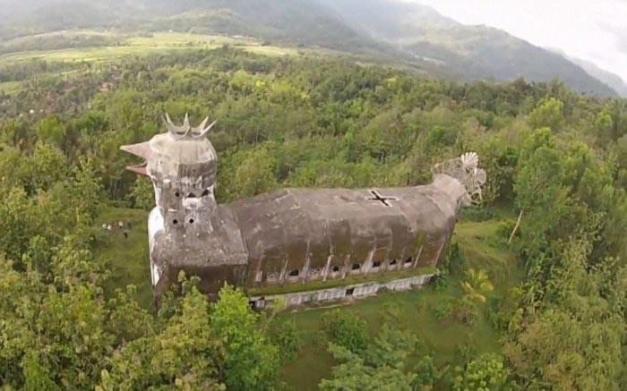 Необычная церковь в Индонезии