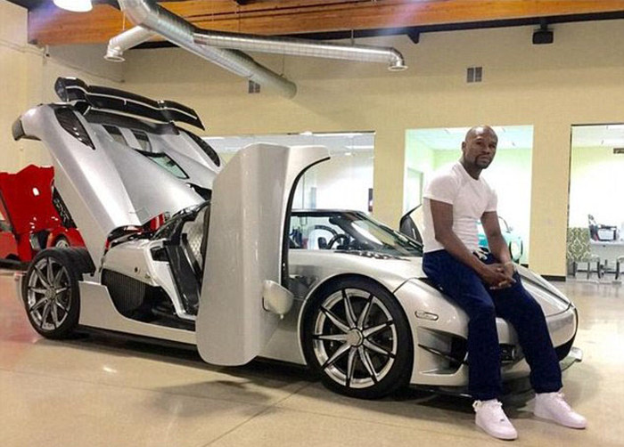 Флойд Мейвезер купил автомобиль Koenigsegg CCXR Trevita за 4,8 миллиона дол ...