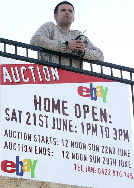 Он продал свою старую жизнь на eBay, чтобы начать новую
