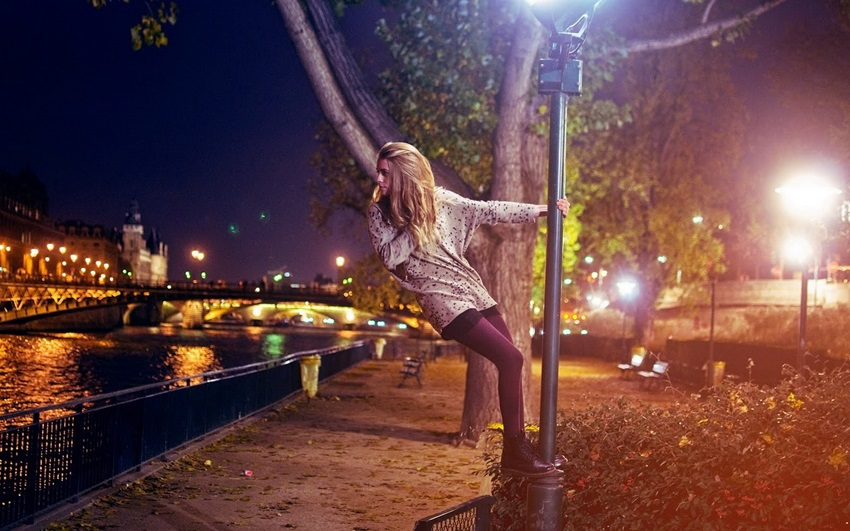 Девушки на улице на аву