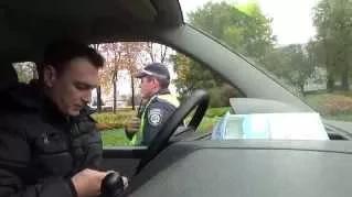 Гаи прикол водитель натянул 3-х инспекторов