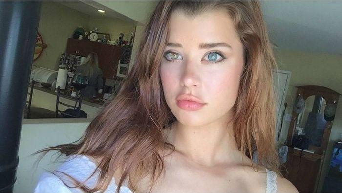 Девушка с глазами разного цвета