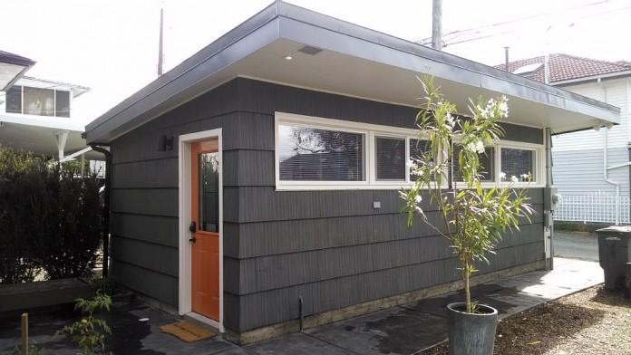 Уютный дом из старого гаража