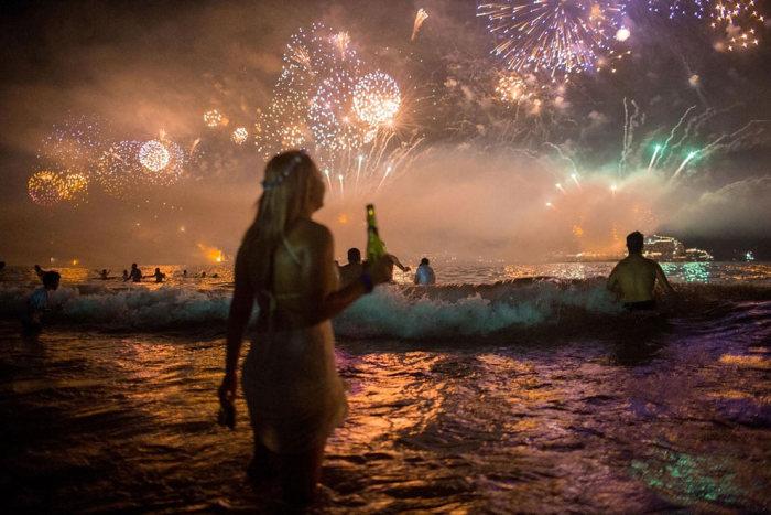Пляж Копакабана в новогоднюю ночь