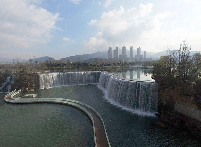 Искуственный водопад в городе Куньмин