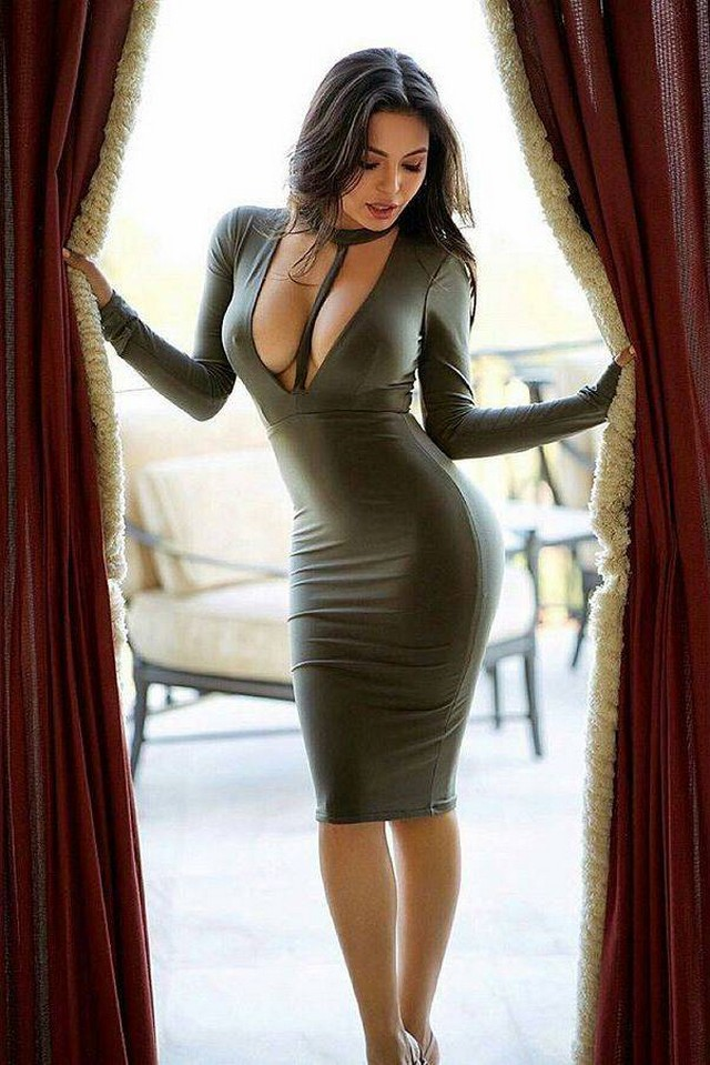 Грудастые девушки в сексуальных платьях