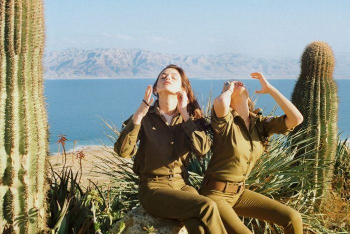 Девушки армии Израиля в перерывах между службой