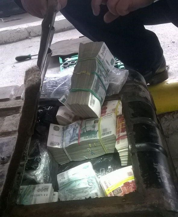 В бензобак Волги с легкостью влезает полмиллиарда рублей