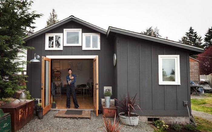 Девушка переделала гараж в уютный домик