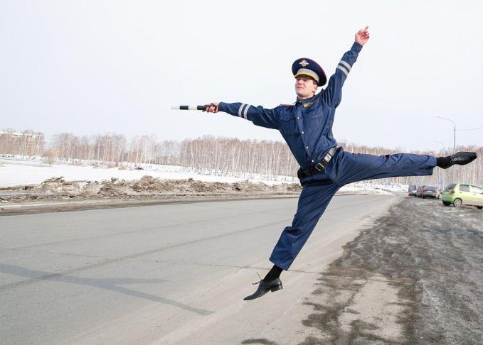 «Инспектор ДПС» стал героем фотожаб