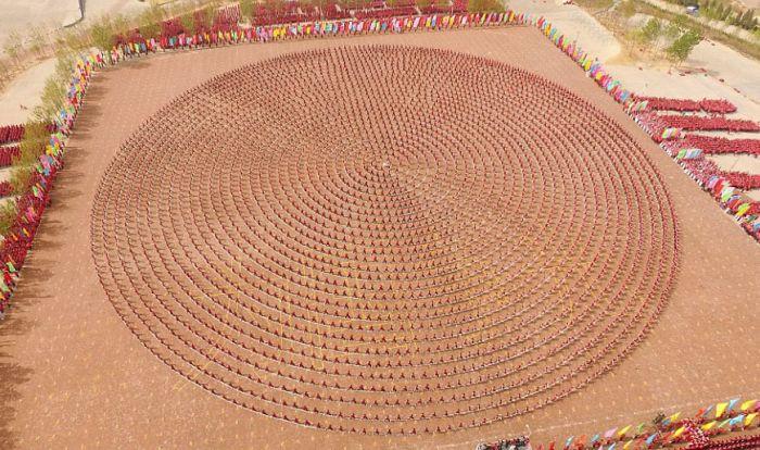 Массовая тренировка учеников школы кунг-фу Тагоу