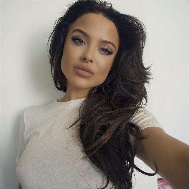 Девушка получила известность благодаря сходству с Анджелиной Джоли