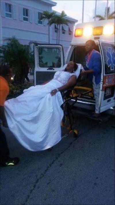 Девушка приехала на выпускной бал в машине скорой помощи