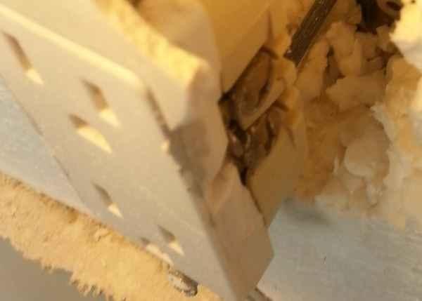 Маленькая хитрость, как вынести розетку поверх слоя утеплителя