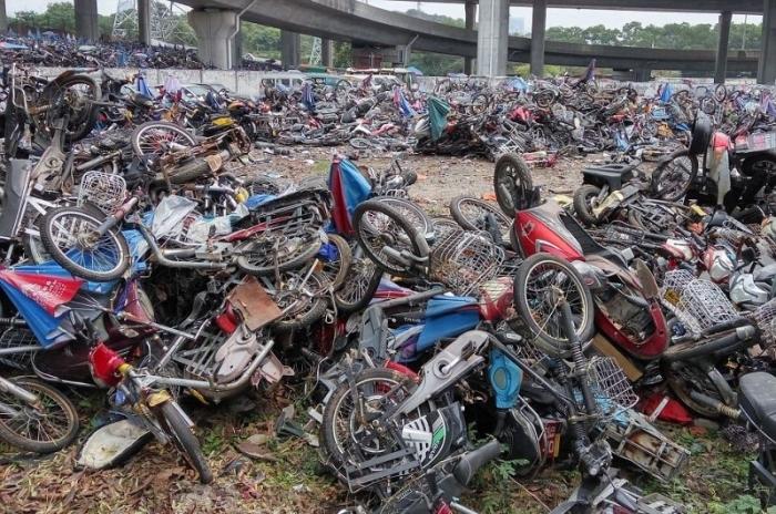 Внушительное кладбище мотоциклов в Китае