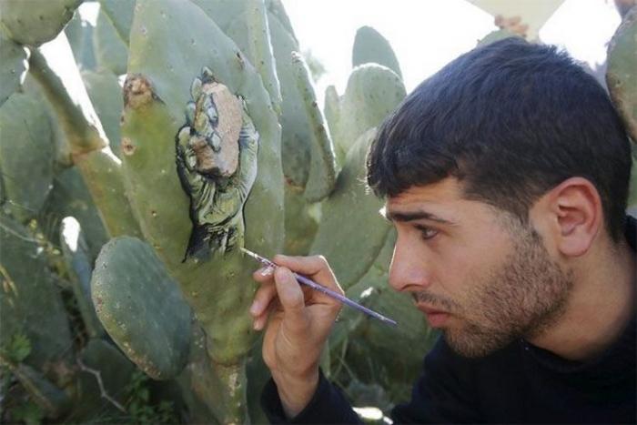 Палестинский художник, рисующий невероятные картины на кактусах