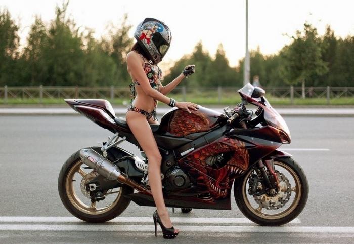 Сексуальные девушки и красивые мотоциклы