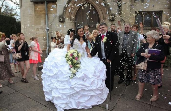 Цыганское свадебное платье весом больше невесты