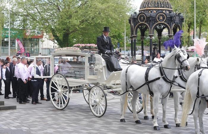 Пышные похороны королевы цыган из Уэльса
