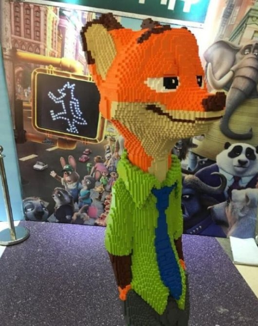 В Китае на выставке Lego Expo ребенок сломал статую за 15 000 долларов