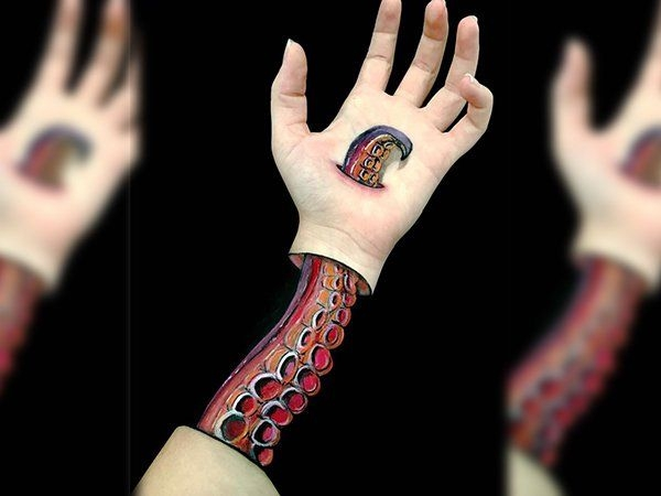 Художница создает невероятные иллюзии с помощью собственной левой руки