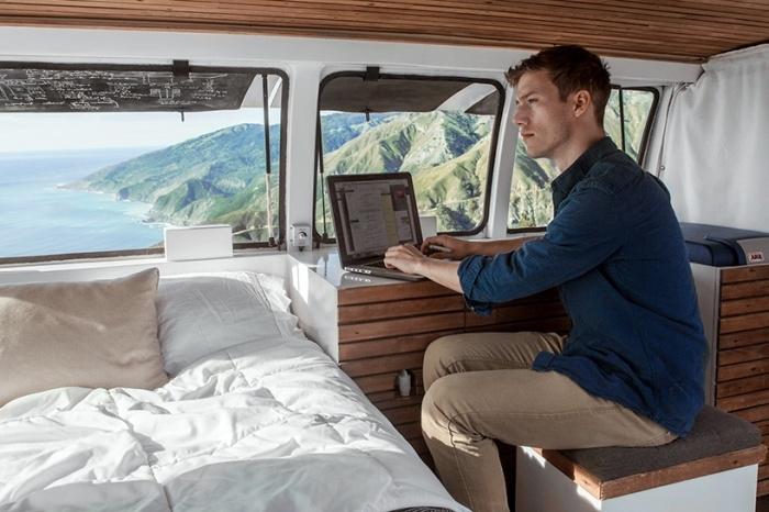 Превращение грузового фургона в мобильную квартиру-студию