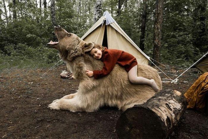 Фотосессия семьи дрессировщика Юрия Пантелеенко с ручным медведем Степаном