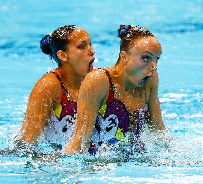 Синхронное плавание выглядит волшебно, если не всматриваться в лица спортсм ...