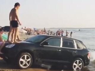 Золотая молодежь на пляже Волгограда