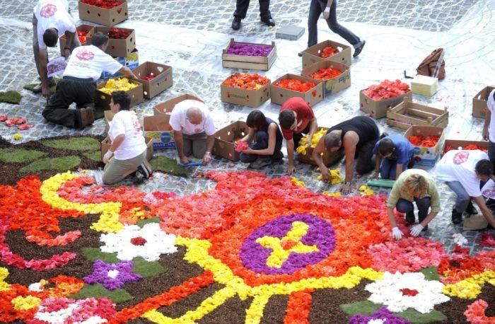 Цветочные ковры на центральной площади Брюсселя