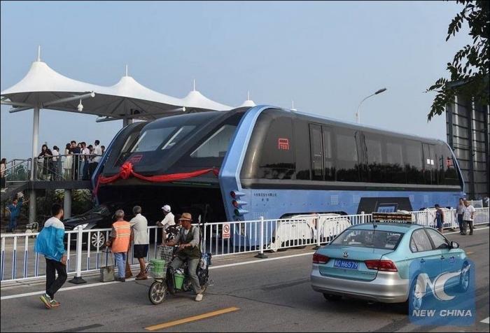 В Китае протестировали прототип «автобуса будущего» TEB