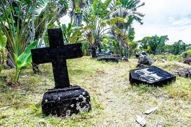 Кладбище пиратов на острове Нуси-Бураха