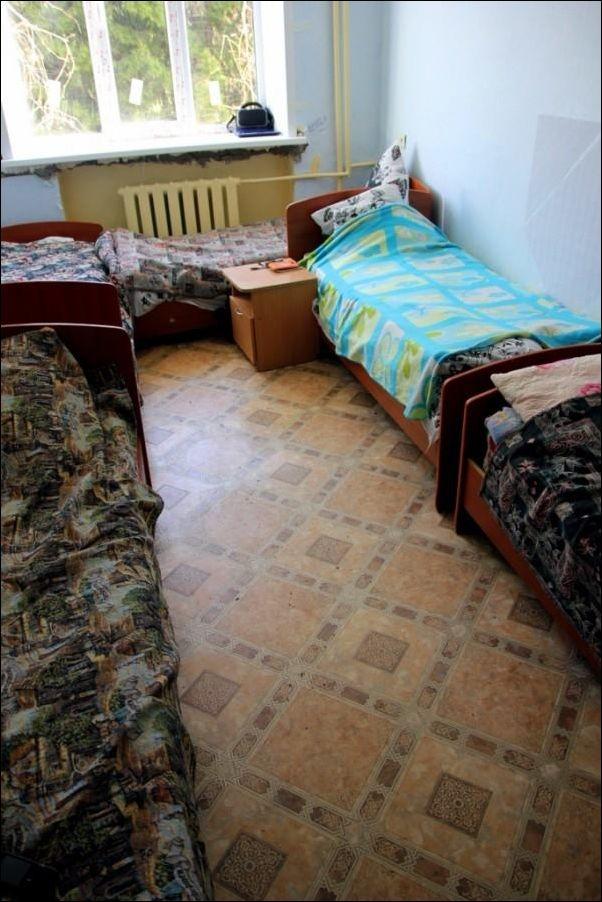 Комната мальчиков и комната девочек в летнем лагере