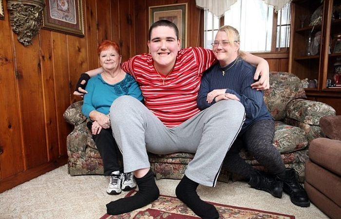 Брок Браун - 19-летний парень, который до недавних пор был самым высоким по ...