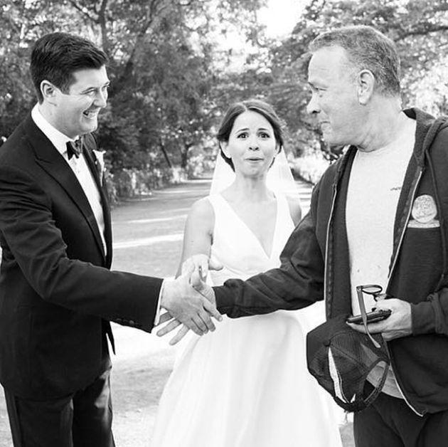 Том Хэнкс оказался на свадебных снимках молодоженов