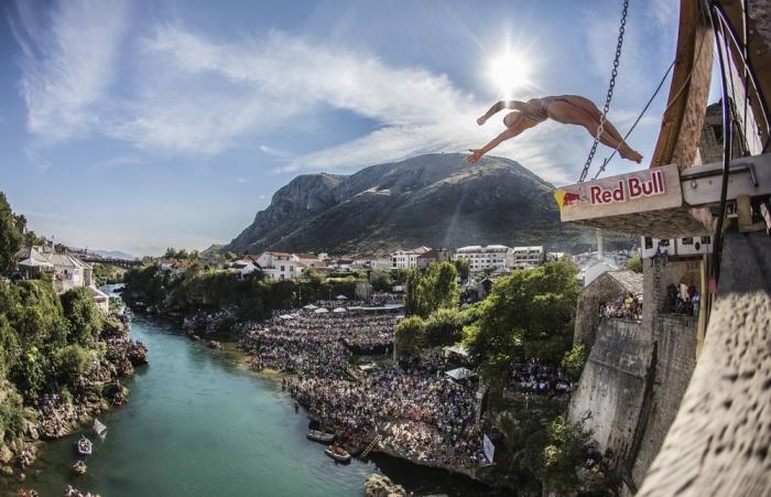 Соревнования по клифф-дайвингу в Боснии