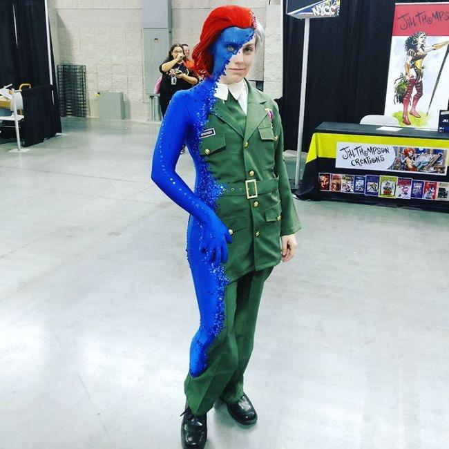 Оригинальный костюм косплеерши на нью-йоркском фестивале Comic Con