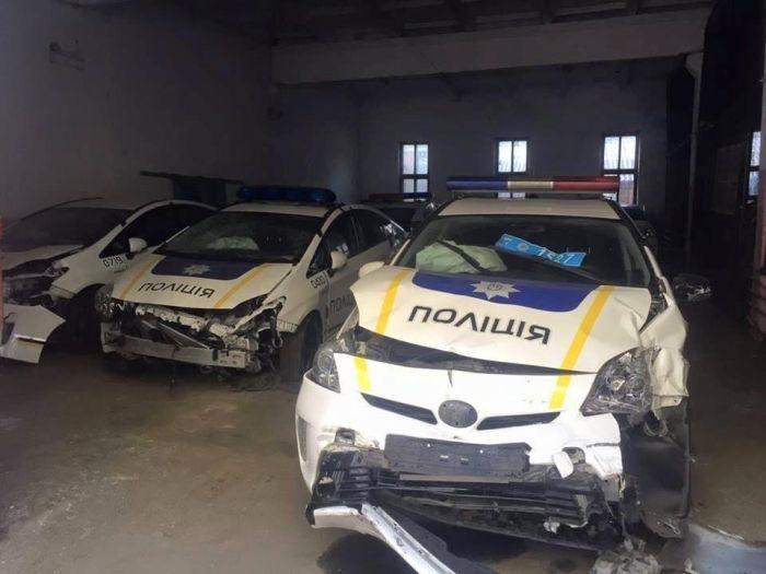 «Кладбище» автомобилей патрульной полиции Украины