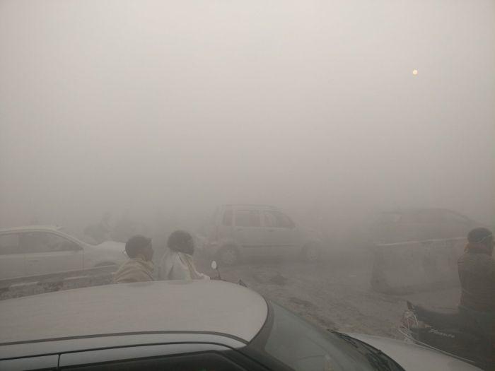 В Дели после фестиваля огней уровень загрязнения воздуха превысил норму в 4 ...