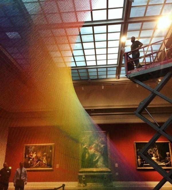 В американском музее появился арт-объект в виде радуги