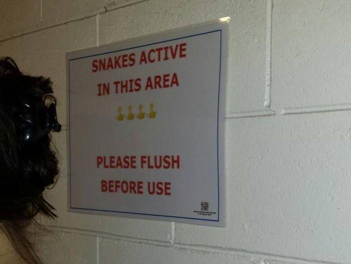 Типичное предупреждение в общественном туалете Австралии