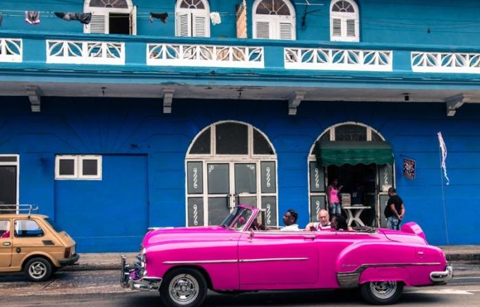 Ухоженные классические тачки на Кубе