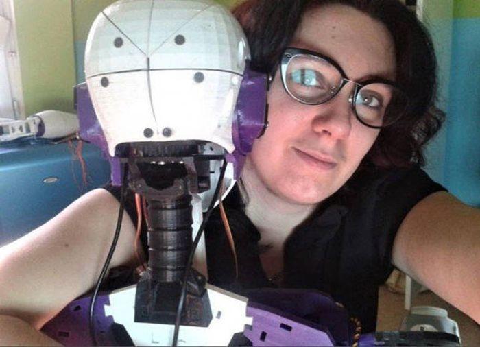 Француженка намерена узаконить свои отношения с роботом