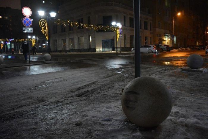 По улицам Саратова катаются тяжелые железобетонные шары