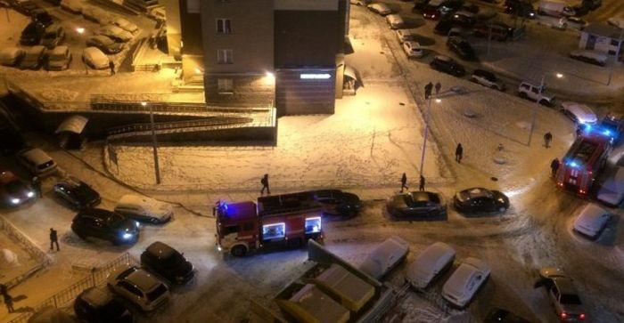 В Санкт-Петербурге девушка за рулем Lexus не пропустила пожарных и скорую